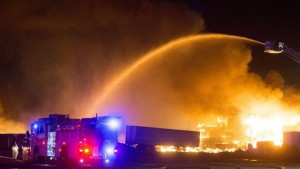 ONE FIREFIGHTER – 3 POLICE OFFICERS INJURED AT MASSIVE AZ FIRE