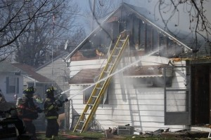 2 NY FIREFIGHTERS SUFFER MINOR INJURIES AT FIRE