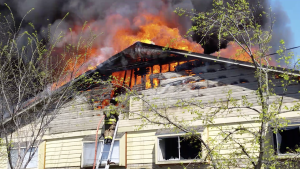 2 TX FIREFIGHTERS BURNED AT APARTMENT FIRE – FALL THRU ROOF