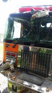 RUNAWAY FIRE APPARATUS AT SCENE IN PA – 3 FIREFIGHTERS INJURED