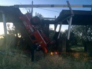 BRIDGE COLLAPSE IN CA – 3 FIREFIGHTERS INJURED