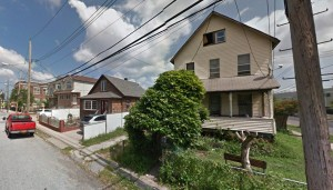 FDNY FIREFIGHTER INJURED AT STATEN ISLAND VACANT HOUSE FIRE