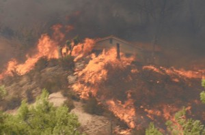 6 FIREFIGHTERS TRAPPED – 2 BURNED AT CA WILDFIRE
