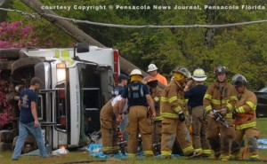 AMBULANCE HITS POLE IN PACE – FLORIDA