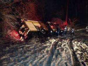 3 BALT. CO MD FFs TRAPPED WHEN ENGINE SLIDES OFF ROAD