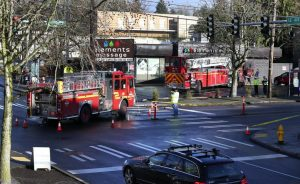 RESPONDING ENGINE & LADDER CRASH IN INTERSECTION – SEATTLE, WA.