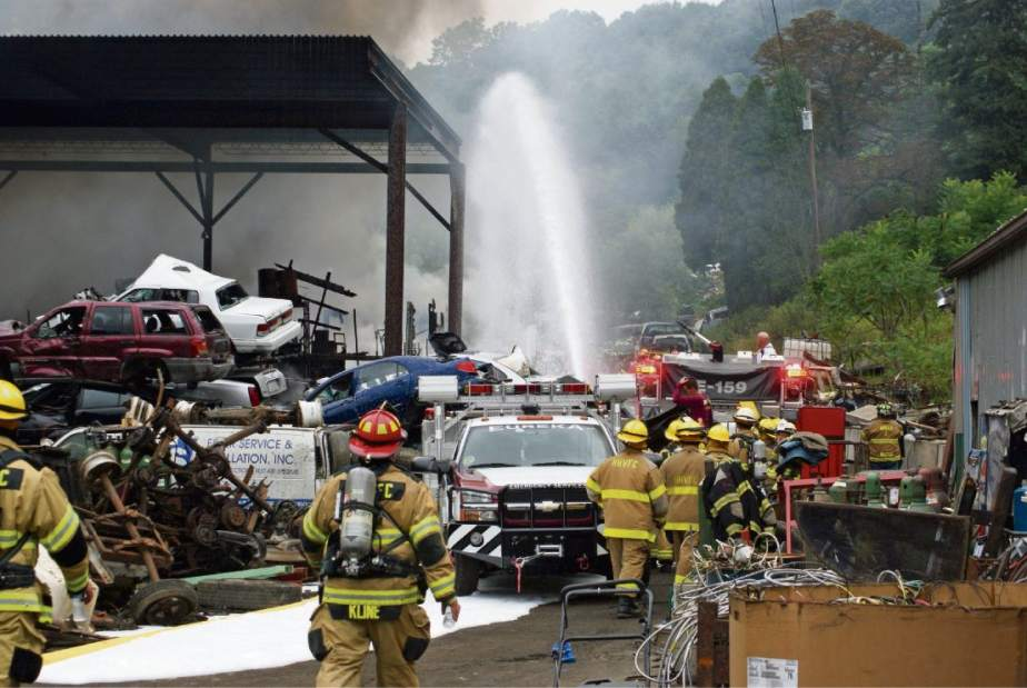 6 FIREFIGHTERS INJURED AT PA JUNKYARD FIRE