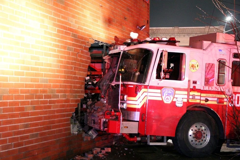Liberty Auto Sales >> FDNY ENGINE HITS BUILDING – 5 FIREFIGHTERS INJURED