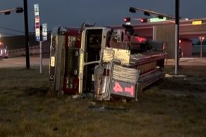 TX TOWER LADDER ROLLOVER – FIREFIGHTERS INJURED