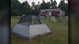 HOUSTON LADDER BREAKS DOWN – CREWS PITCH A TENT
