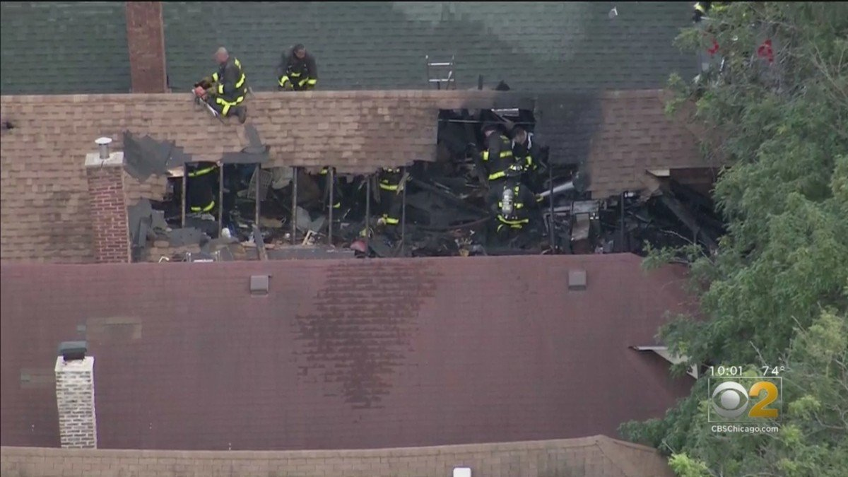 CHICAGO FIREFIGHTER SERIOUSLY INJURED – ROOF COLLAPSE